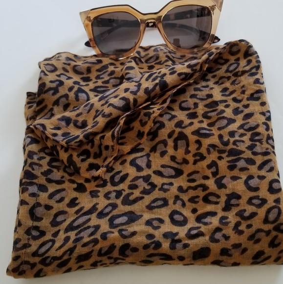 Accessories - Animal print scarf
